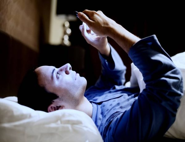 Know How Using Mobile Phone Before Bed Can Worsen Your Mental Health