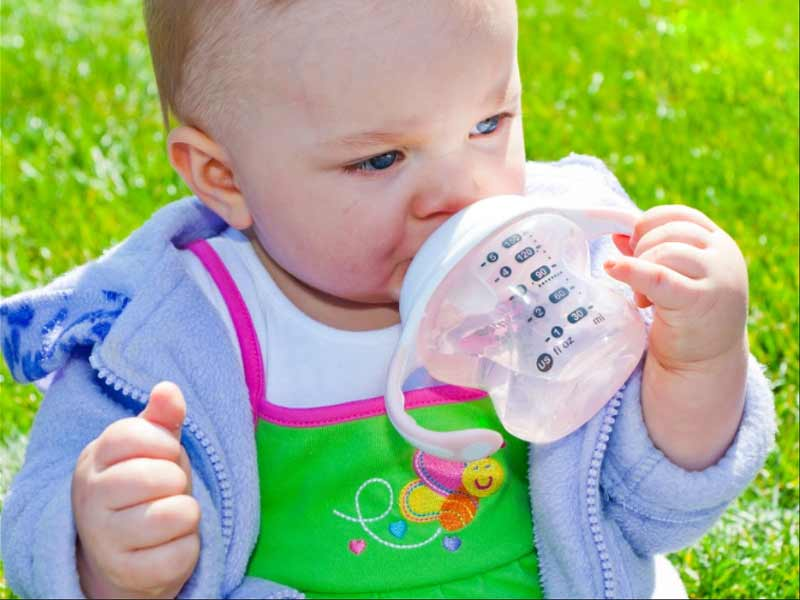 how to replace your baby bottle with sipping cup