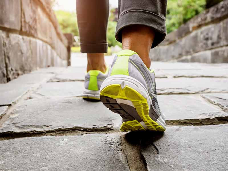 five benefits of walking regularly