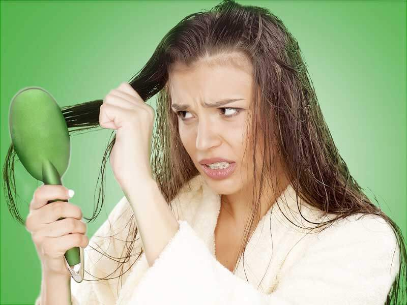 mistakes which cause hair damage while combing