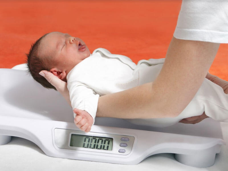 how newborn baby gain weight