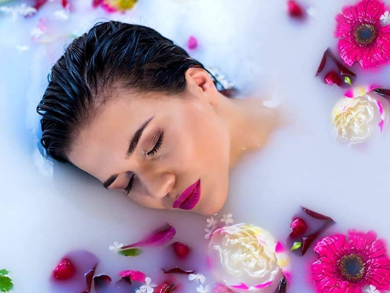 What Are The Amazing Beauty Benefits Of Milk Bath