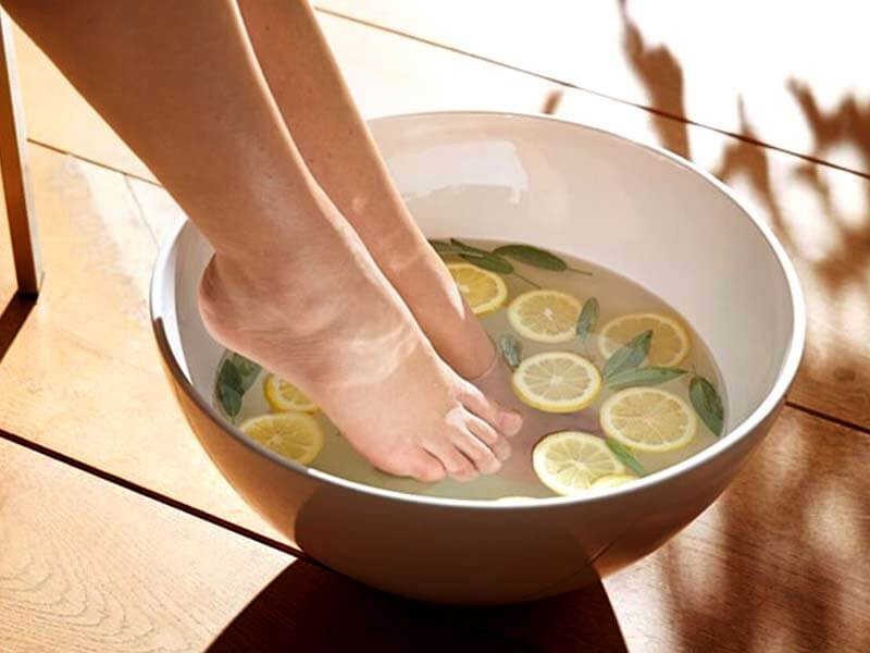 advantages soaking feet water mint lemon