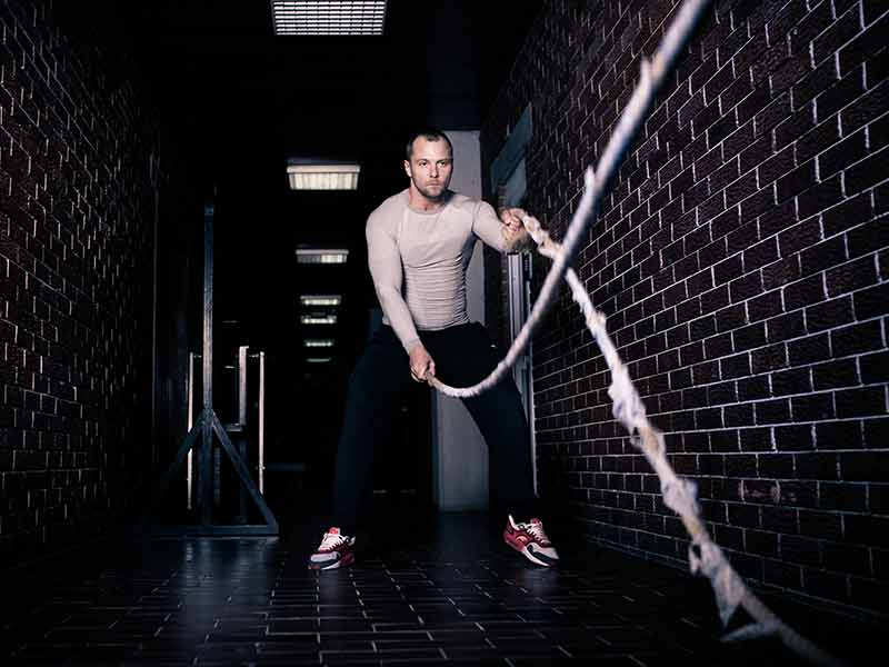effective battle ropes workout to build muscles and burn fat
