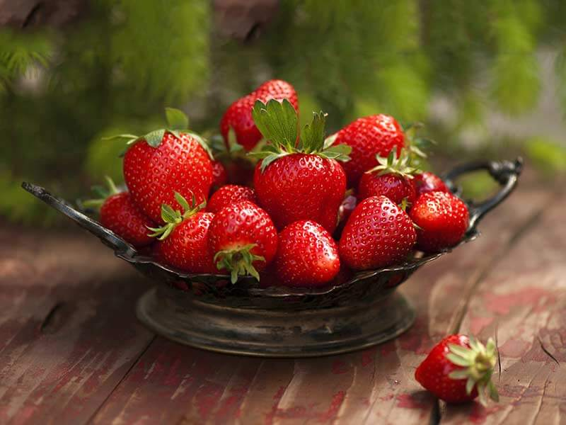 What are the side effect of strawberries