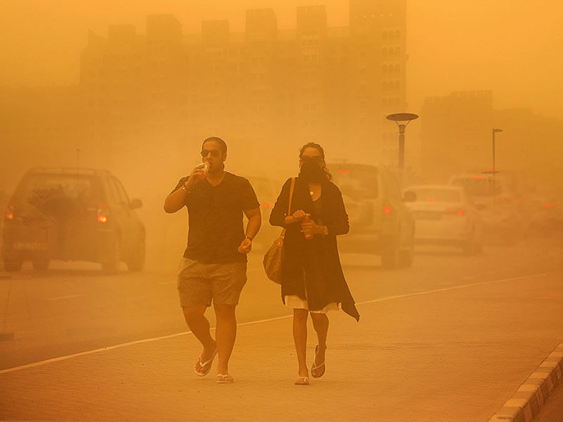 how to keep yourself safe during dust storm
