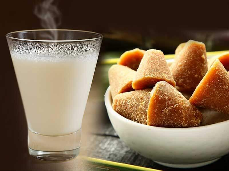 Health benefits of consuming milk and jaggery together