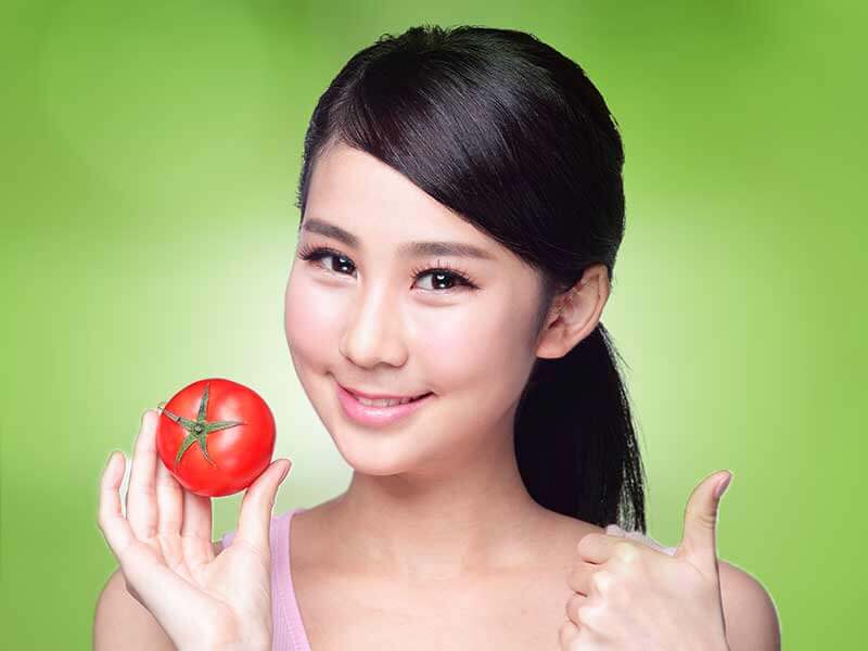 different tomato face pack to get rid of whiteheads and blackheads