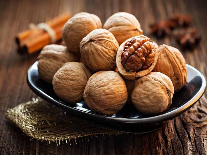 what are the benefits of walnuts for hair