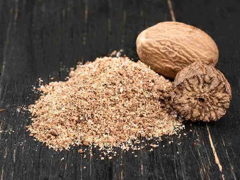 How to get glowing skin using nutmeg or jaiphal