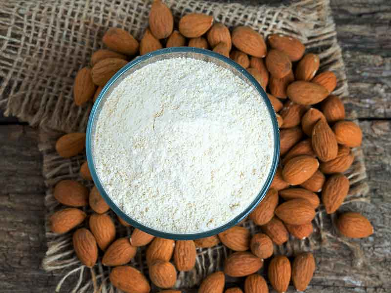 What are the benefits of eating almond flour