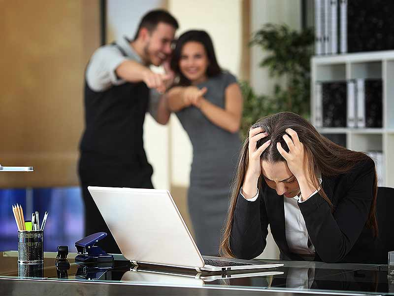 What are the signs of the toxic workplace