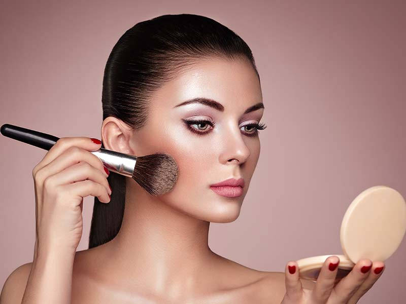 essential makeup tips for people with round face