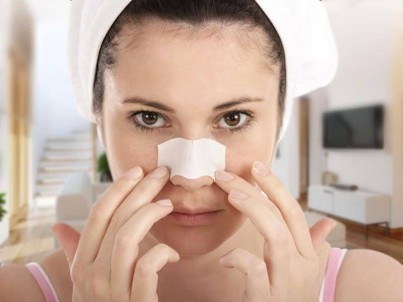 Remove blackheads with egg white and baking soda