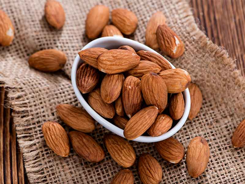 best way to eat almonds every day